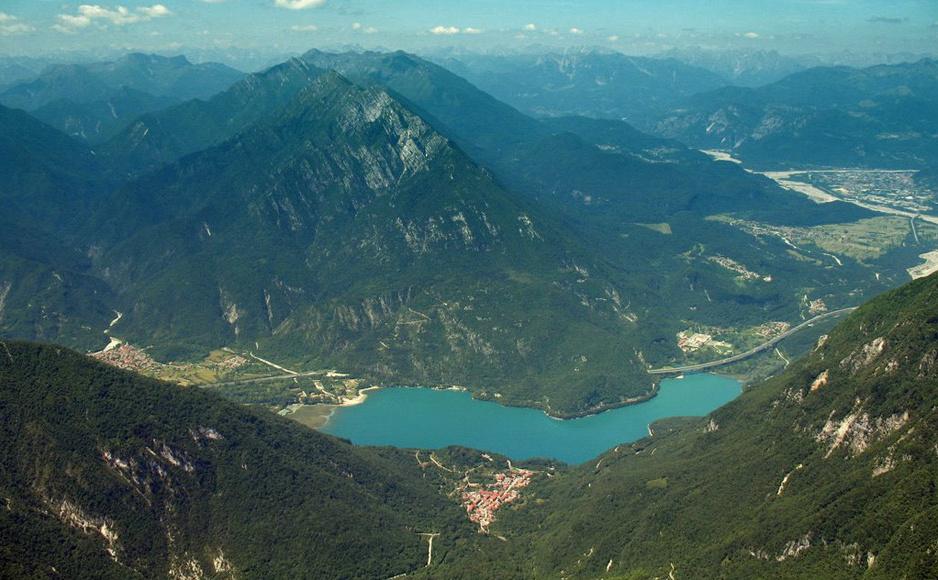 Lago_Cavazzo