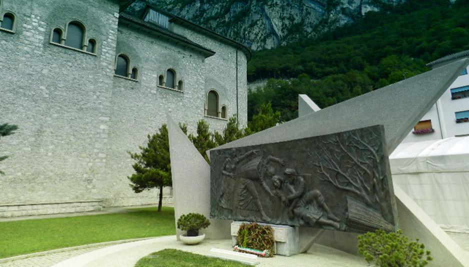Monumento_Portatrici_Carniche_Timau