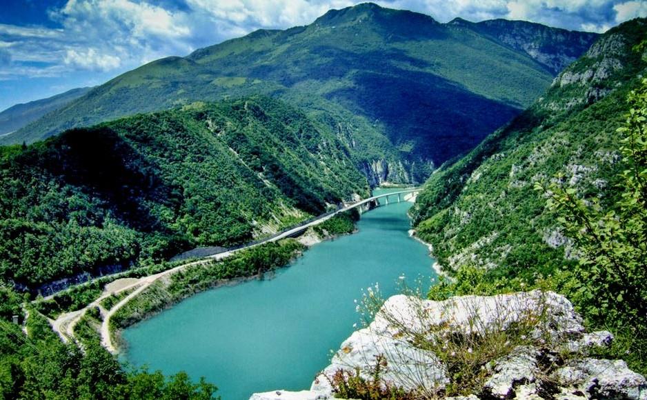 Lago_Ravedis